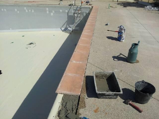 Reparation de dallages autour d 39 une piscine a marseille for Entretien piscine marseille