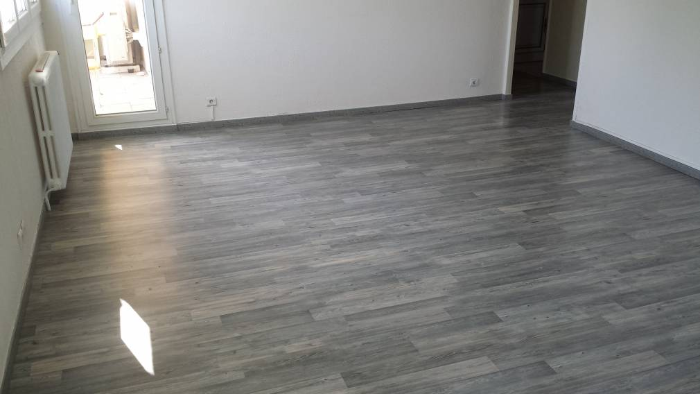 Parquet flottant stratifi marseille r novation de for Parquet stratifie gris