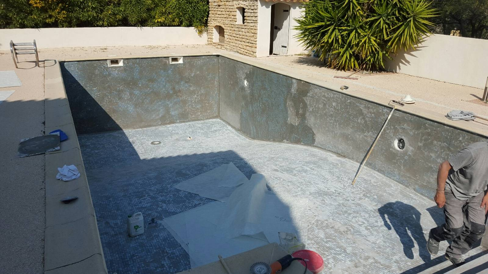 R fection par tanch it d 39 une piscine carrel e qui fuit for Etancheite piscine beton